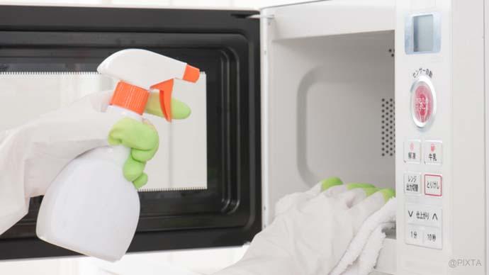 いつもピカピカ!電子レンジの掃除術|焦げ・汚れ・消臭対策