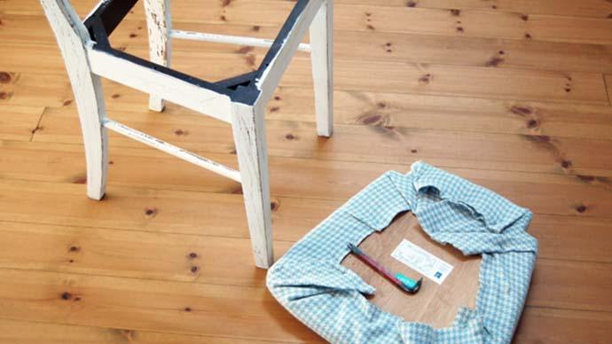 椅子リメイクDIY〜タッカーを使った座面の張り替え方