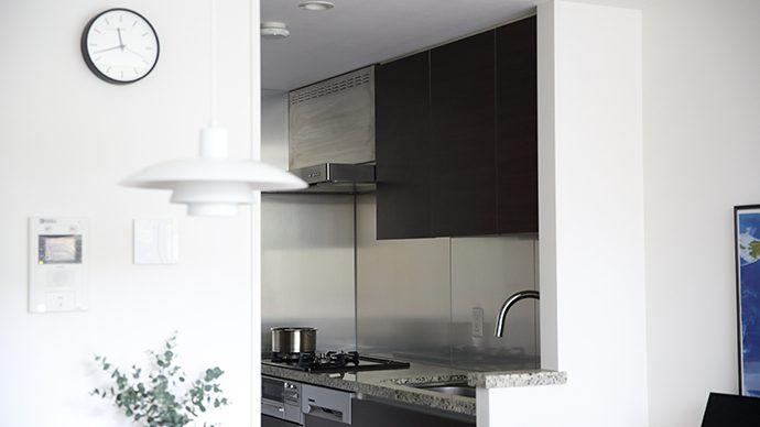 cb2d128db2 キッチンの収納アイデア5選|Akiさんのお宅で発見| Pacoma パコマ | 暮らしの冒険Webマガジン