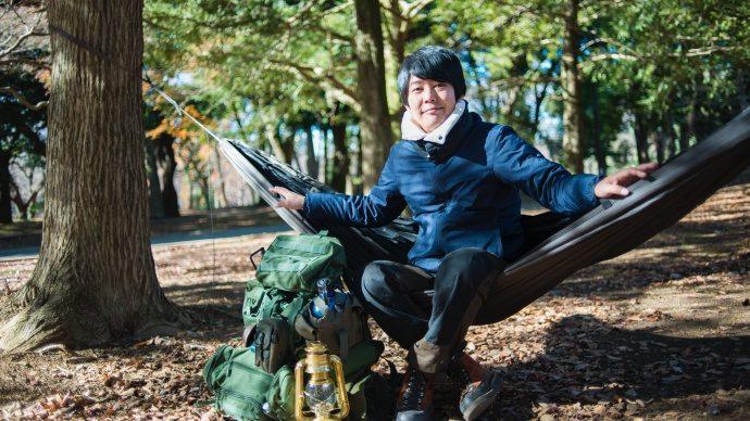 """「寒くても不便でもくつろぐためには、スキルが要る。だから何度も行きたくなる」―うしろシティ・阿諏訪泰義、男の""""キャンプ""""を語る"""